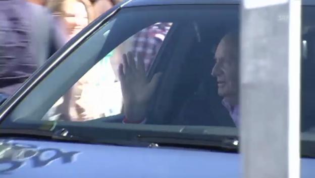 Video «König Juan Carlos verlässt das Spital» abspielen