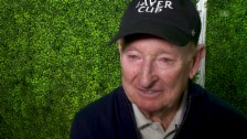 Link öffnet eine Lightbox. Video Rod Laver: «Roger und ich denken gleich über das Tennis» abspielen