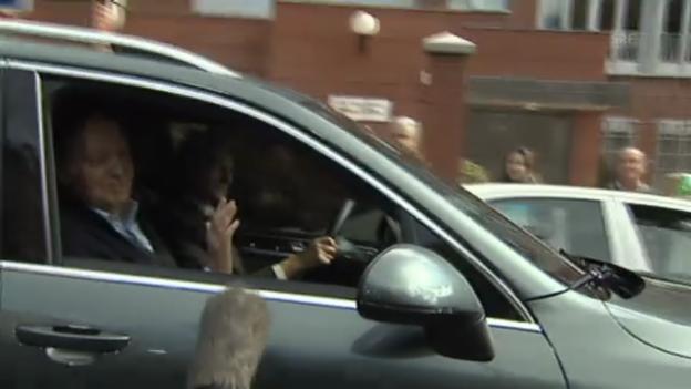 Video «König Juan Carlos verlässt die Klinik» abspielen