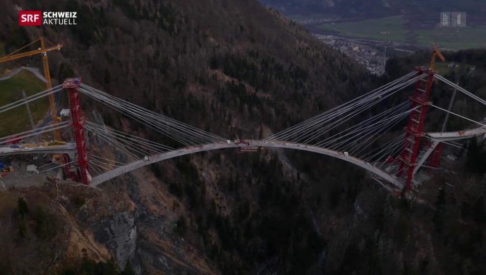 Noch drei Meter vom Brückenbogen fehlen