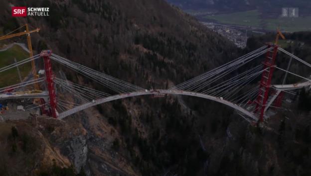 Video «Noch drei Meter vom Brückenbogen fehlen» abspielen