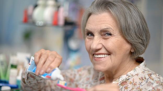 Richtige Zahnpflege im Alter
