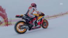 Video «Weil er es kann: Weltmeister Marc Marquez rast mit Motorrad über die Streif» abspielen