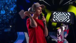 Video «MTV Europe Music Awards: Justin Bieber sticht Taylor Swift aus » abspielen