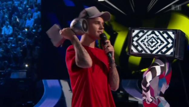 Video «MTV Europe Music Awards: Justin Bieber sticht Taylor Swift aus» abspielen