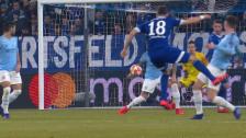 Link öffnet eine Lightbox. Video Der 1. Penalty für Schalke: Otamendi wird am Arm getroffen abspielen