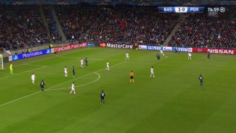 Video «Fussball: CL, Basel-Porto, Hands-Penalty Samuel» abspielen