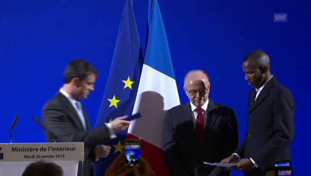 Video «Lassana Bathily bekommt den französischen Pass (unkom.)» abspielen