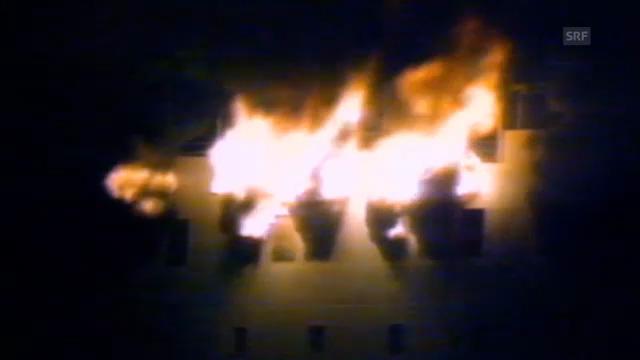 Archivaufnahmen des brennenden Schiffes am 7. April 1990