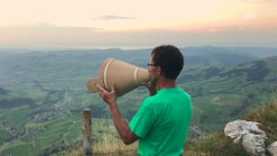 Video «Alpsegen auf der Alp Sigel» abspielen