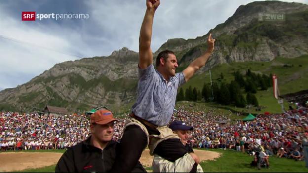 Video «135 Kränze schmücken das Palmarès von Nöldi Forrer» abspielen