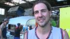 Video «Manu Burkart rockt, bis das Wohnmobil explodiert» abspielen