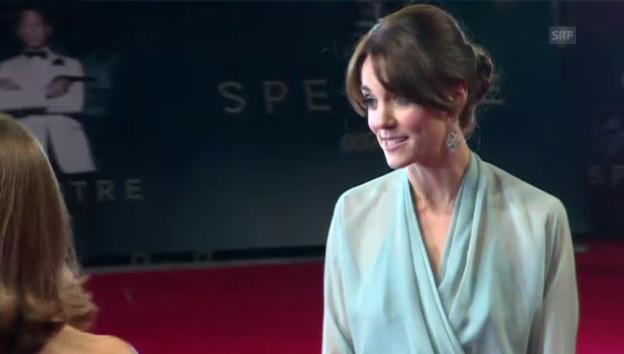 Video «Kate gemeinsam mit William und Harry an der Bond-Premiere» abspielen