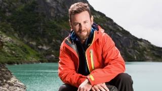 Video ««Hüttengeschichten Spezial» – Herbstwandern mit Nik Hartmann» abspielen