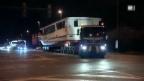 Video «Spektakulärer Schiff-Transport auf der Strasse» abspielen