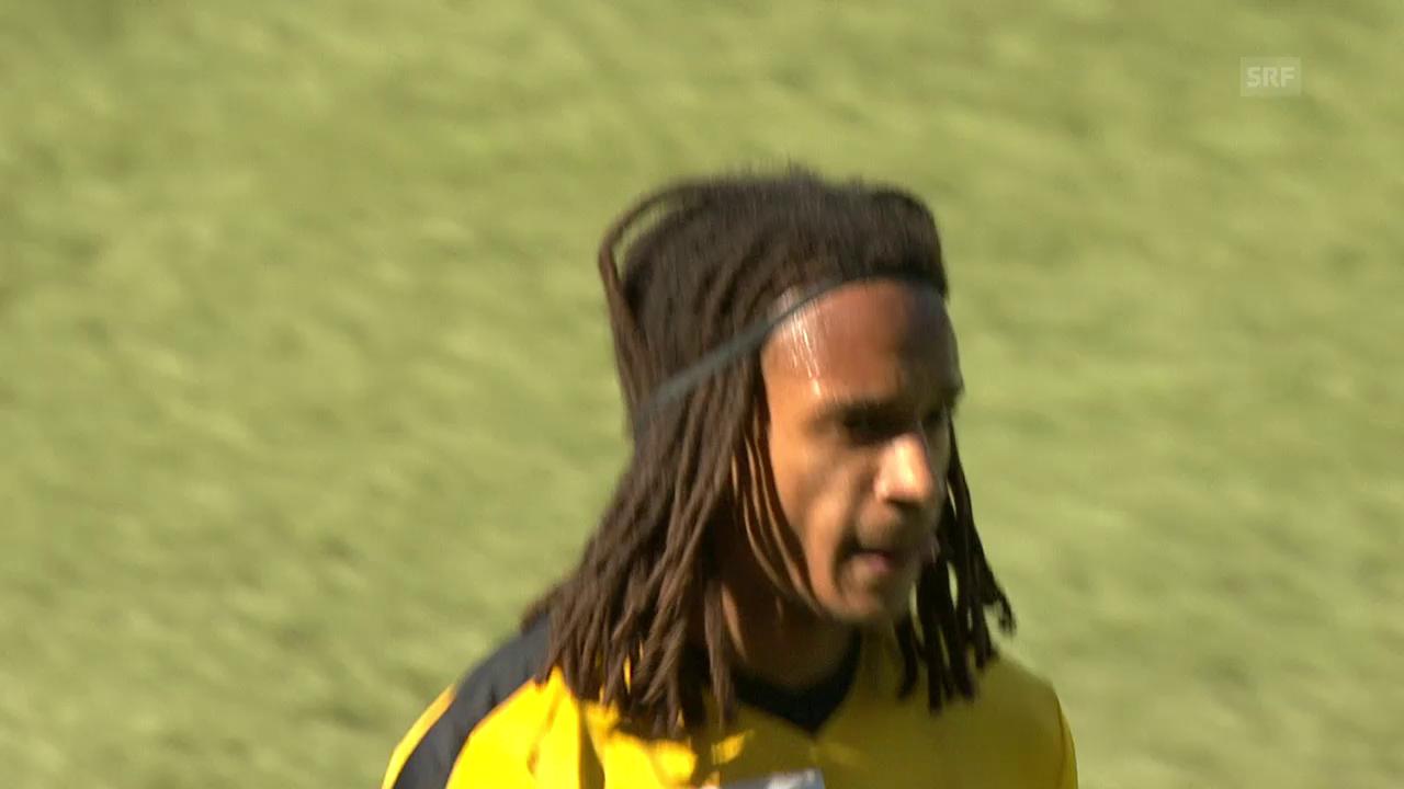 Mitten im Spiel: Mbabu kümmert sich um seine Frisur