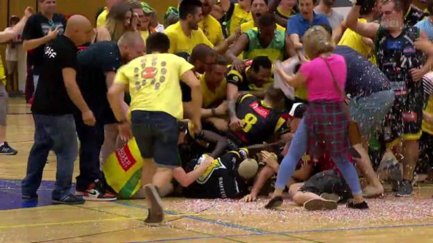 Video «Montheys Basketballer holen sich den Meistertitel» abspielen
