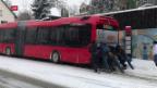Video «Schnee führt schweizweit zu Chaos» abspielen