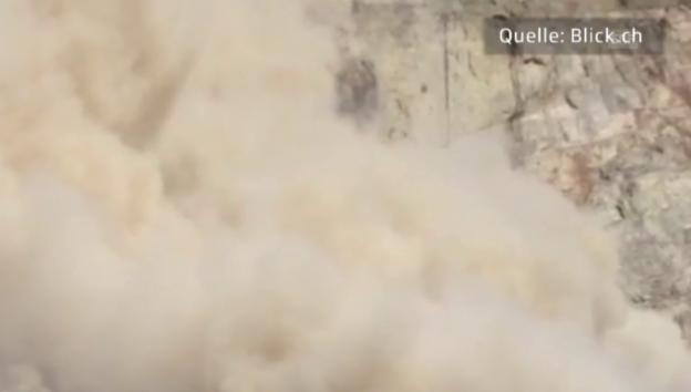 Video «Staubwolke nach Felssturz in Randa (unkomm.)» abspielen