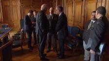 Video «Guy Parmelin zieht die Notbremse» abspielen