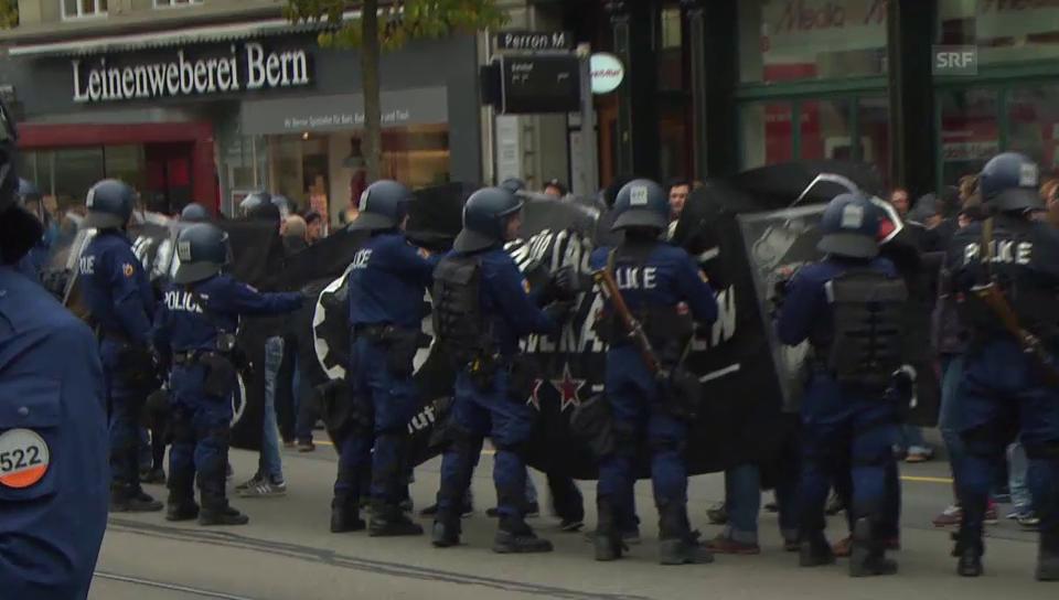 Polizei kesselt Demomstranten ein