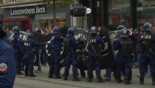 Video «Polizei kesselt Demomstranten ein» abspielen