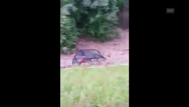 Video «Sumiswald: Auto von der Grüne mitgerissen» abspielen