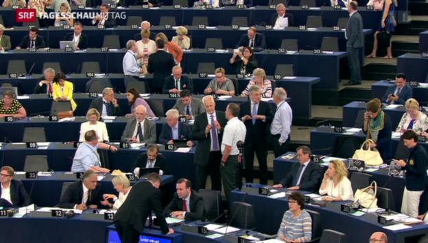 Video «Turbulente Debatte im EU-Parlament» abspielen