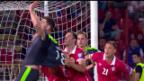 Video «Serbien-Wales: Ein allzu auffälliger Leibchenzupfer» abspielen