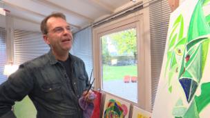 Video «Wenn ein Komiker zum Pinsel greift» abspielen