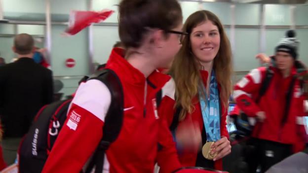 Video «Ankunft der Schweizer Delegation um Aline Danioth» abspielen