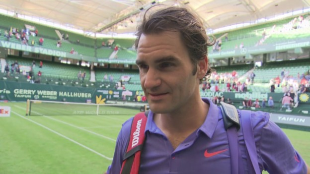 Video «Tennis: ATP-500-Rasenturnier in Halle, 1. Runde, Roger Federer im Interview» abspielen