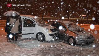 Video «Wintereinbruch führt zu Chaos auf der Autobahn» abspielen