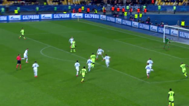 Video «Die Tore von Touré und Robben im Vergleich» abspielen