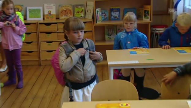 Video «Prinzessin Ingrids 1. Schultag (21.08.2010)» abspielen
