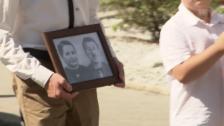 Link öffnet eine Lightbox. Video Nach 75 Jahren im Eis - Schweizer Ehepaar beigesetzt abspielen