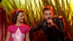 Video «Livia Hug im Duett mit Baschi mit «Irgendwie wunderbar»» abspielen