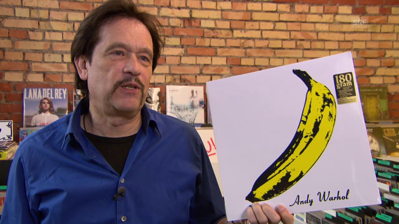 Pedro zeigt seine Plattencover für die Ewigkeit