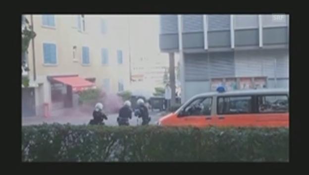 Video «Scharmützel zwischen Besetzern und Polizisten (Zuschauervideo)» abspielen