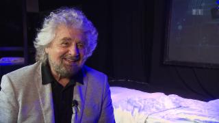 Video «Ausgelacht: Beppe Grillo lehrt alle das Fürchten» abspielen