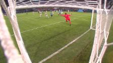 Link öffnet eine Lightbox. Video Celtic-Goalie de Vries greift gehörig daneben abspielen