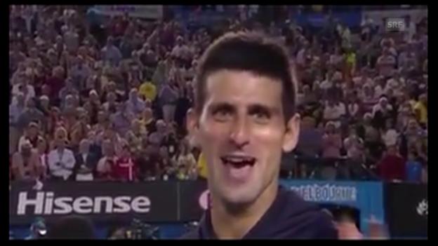 Video «Tennis: Australian Open, 3. Runde, Djokovic singt für seine Mutter» abspielen