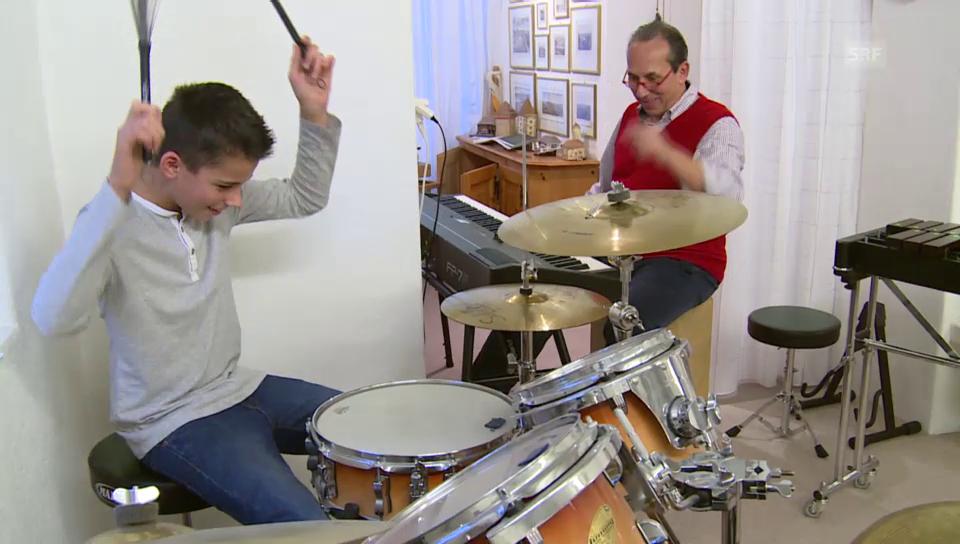Raymond Fein und sein Sohn musizieren zusammen