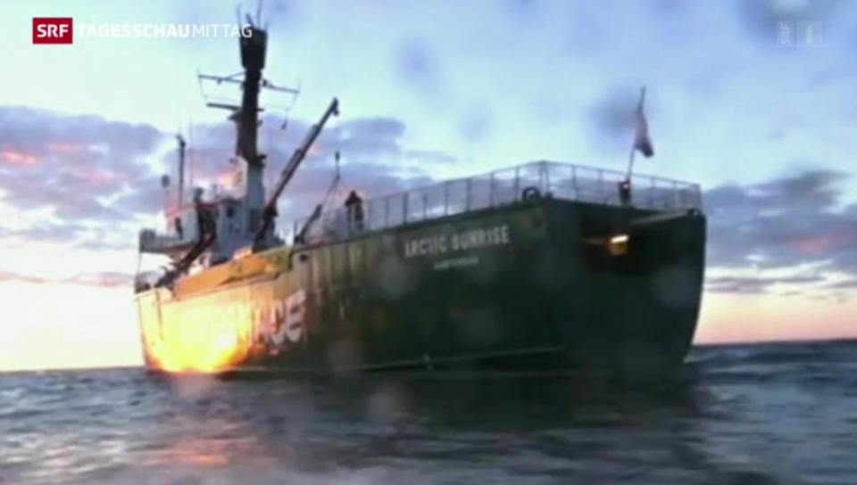 Russische Küstenwache entert Boot von Greenpeace.