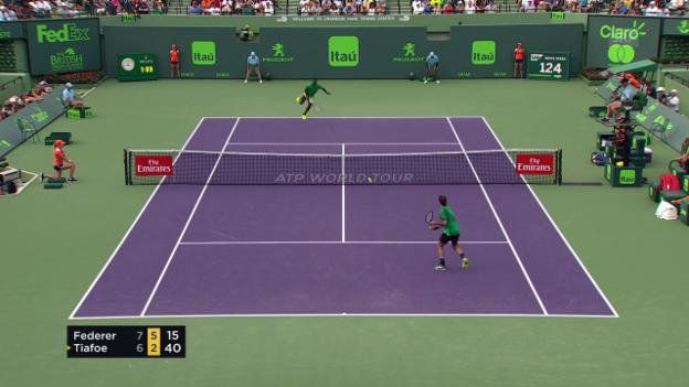 Video «Der Netzroller-SABR: Federer bremst Tiafoe aus» abspielen