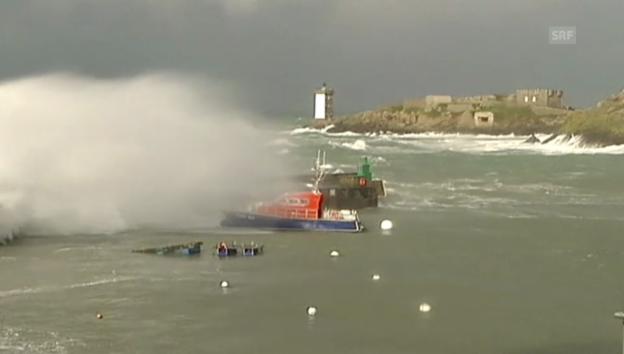 Video «10 Meter hohe Wellen in der Bretagne – Le Conquet» abspielen