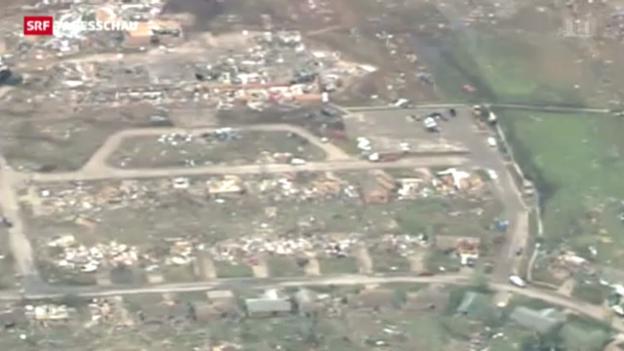 Video «Tornado vernichtet Vorort von Oklahoma City» abspielen