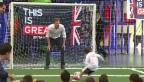 Video «In bester englischer «Goalie»-Tradition: Prinz Harry» abspielen