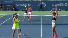 Video «Nach Super-Punkt: Hingis-Partnerin wirft den Schläger» abspielen