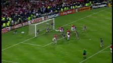 Link öffnet eine Lightbox. Video 2 ManU-Tore in der Schlussphase des Finals 1999 abspielen